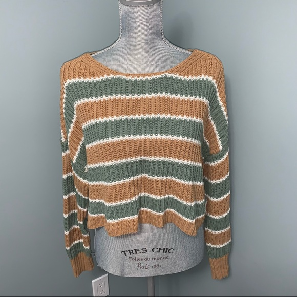 American Eagle cropped knit sweater size M